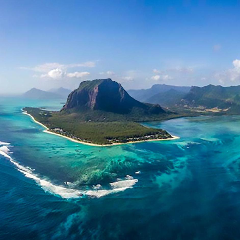 mauritius-under-water-waterfall1.jpg